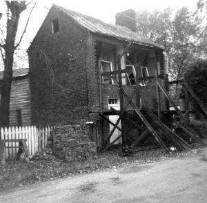 1933 40135 Main Street Waterford VA Lee Hollingsworth House